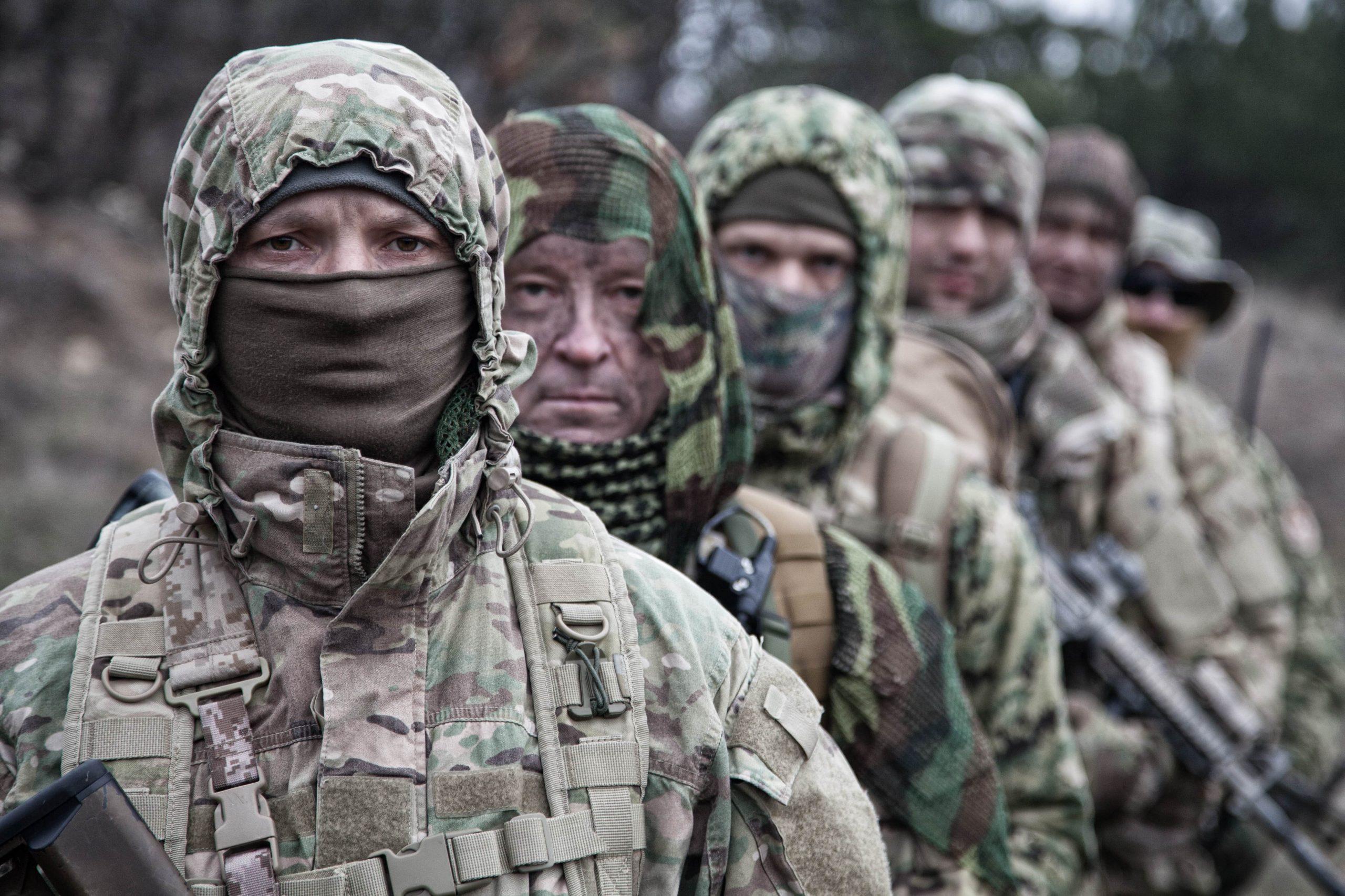 army-elite-forces-tactical-soldiers-group-portrait-MNRQF3F-min