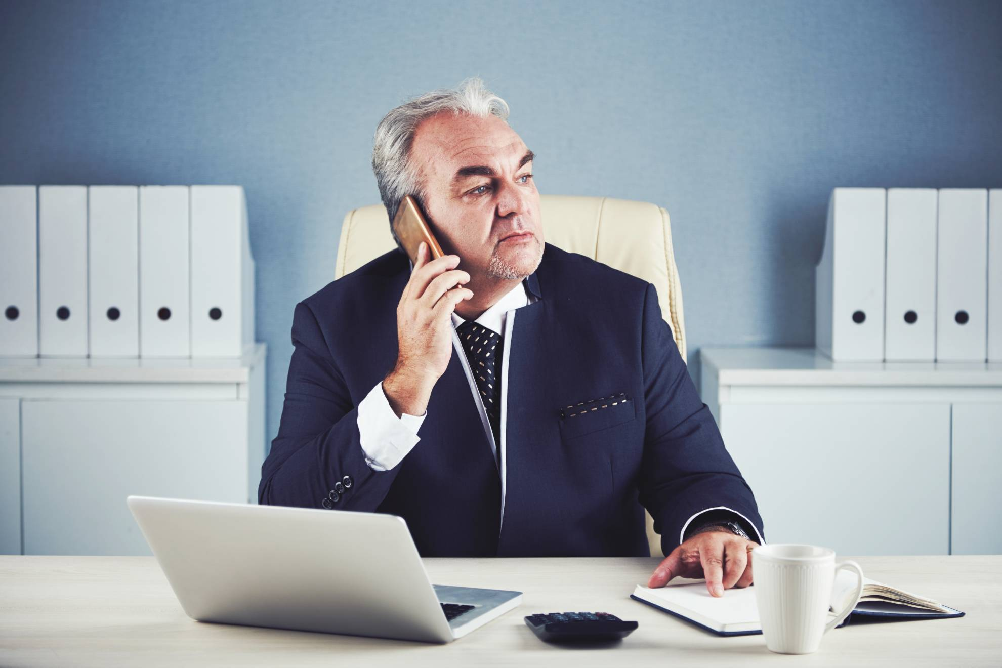 calling-businessman-YDTVL82 (1)