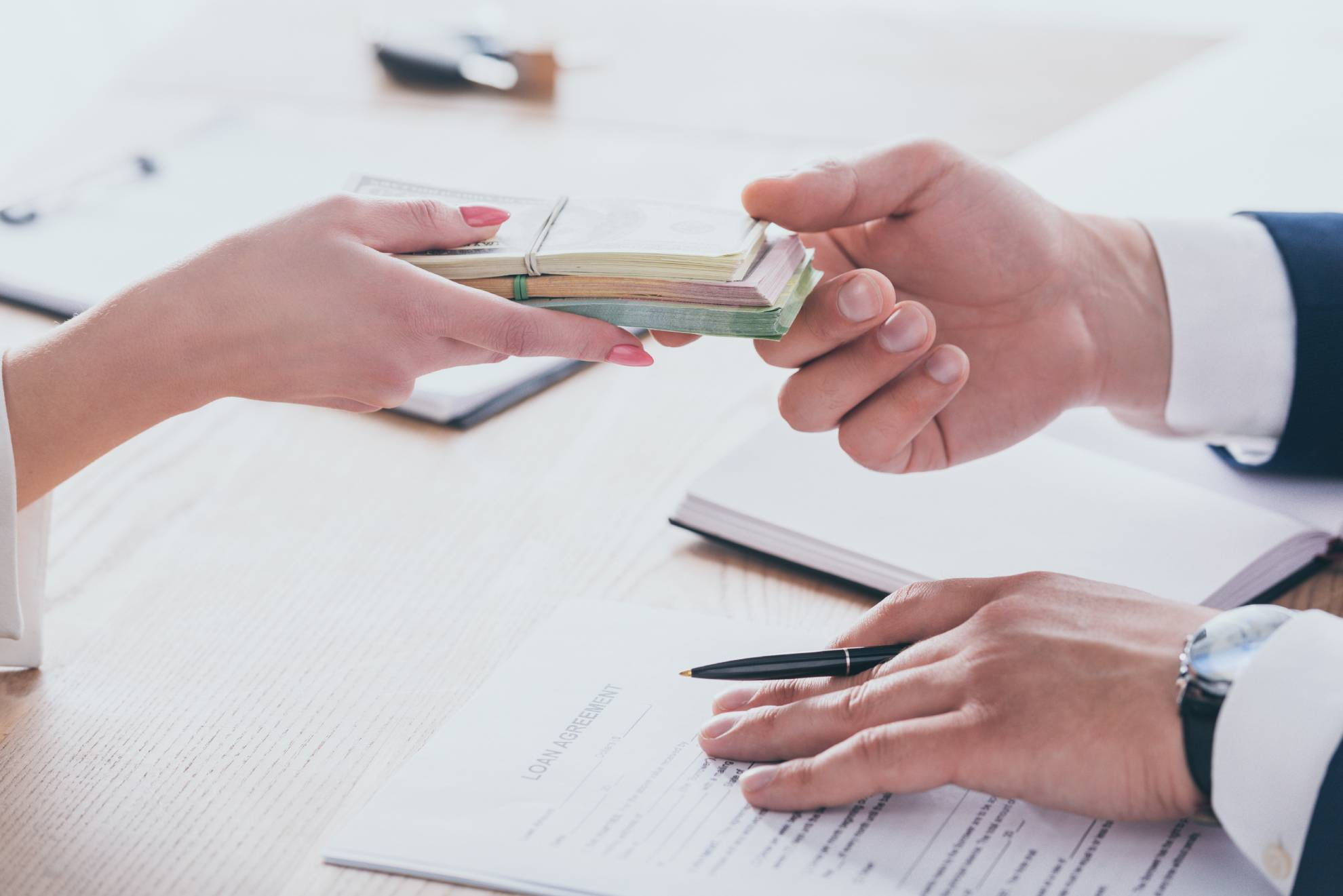 cropped-view-of-woman-giving-money-to-manager-hold-ATJ2ACH (1)