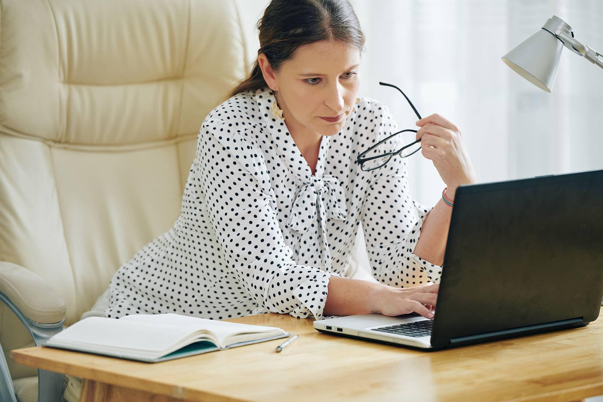 female-entrepreneur-filling-documents-online-57QNMLK-min
