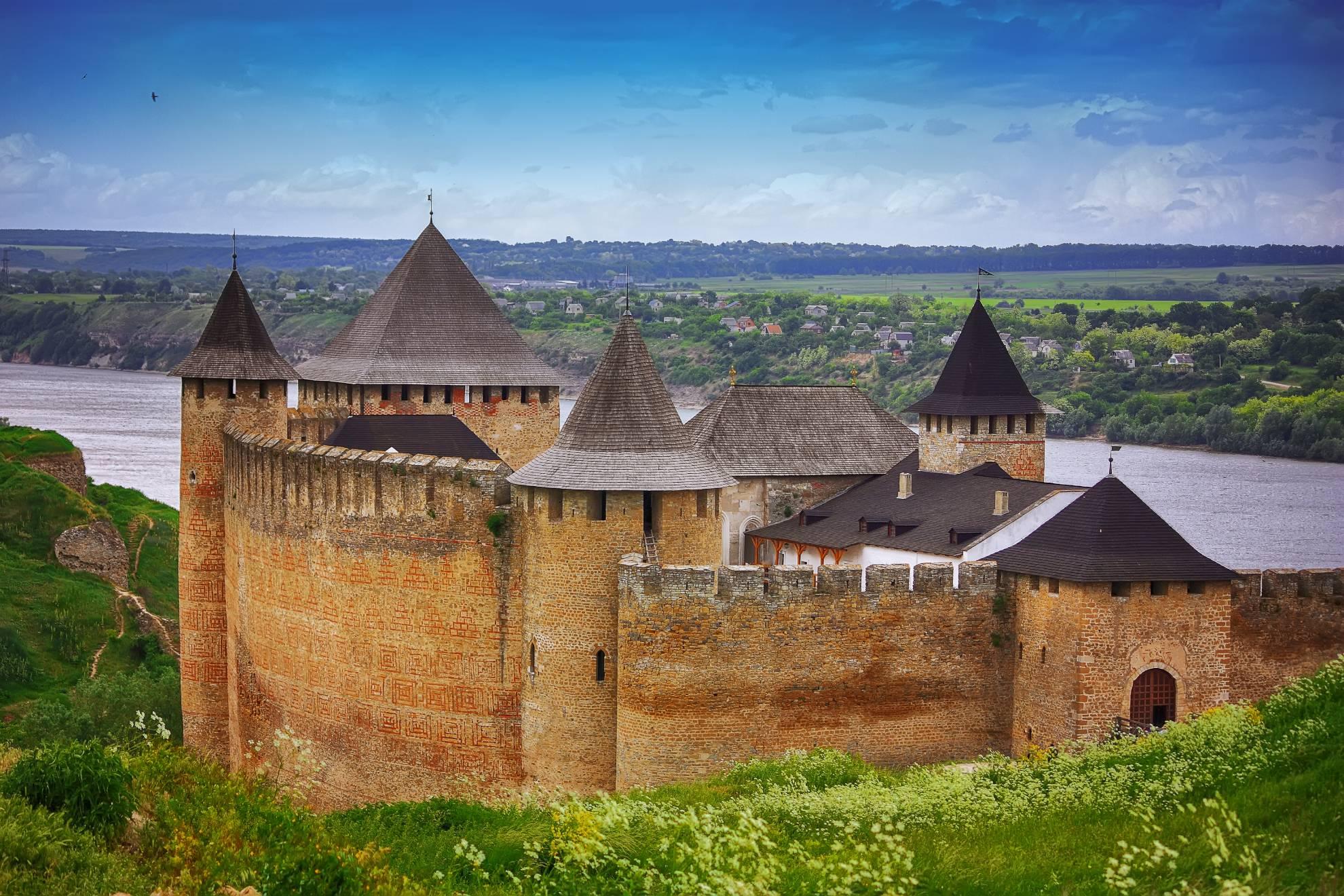 khotyn-castle-on-dniester-riverside-NPYRFQD (1)