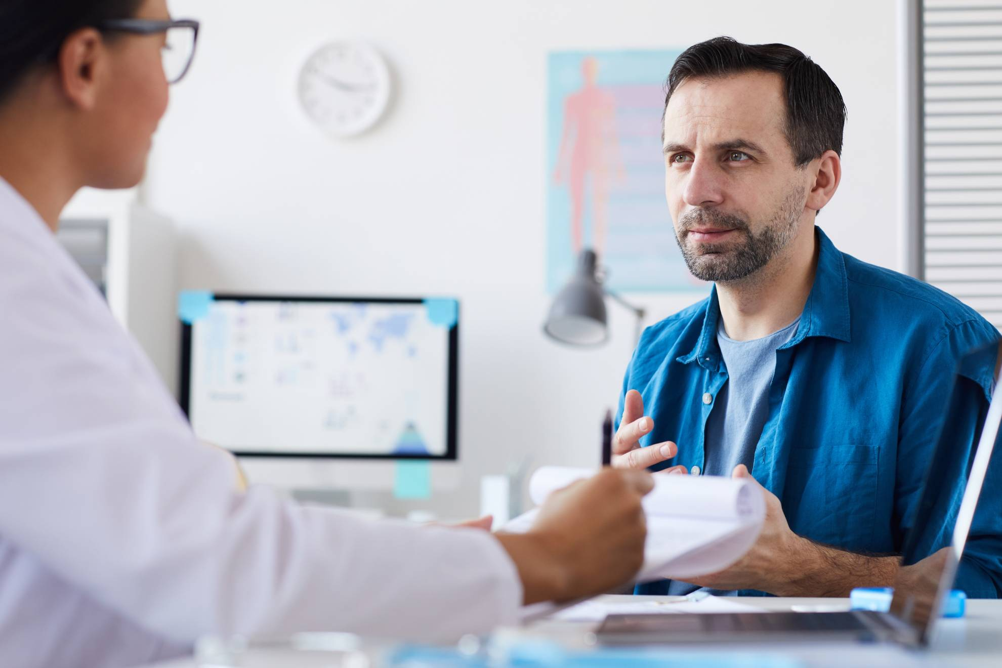 patient-at-doctor-39-s-office-W2KC5L7 (1)