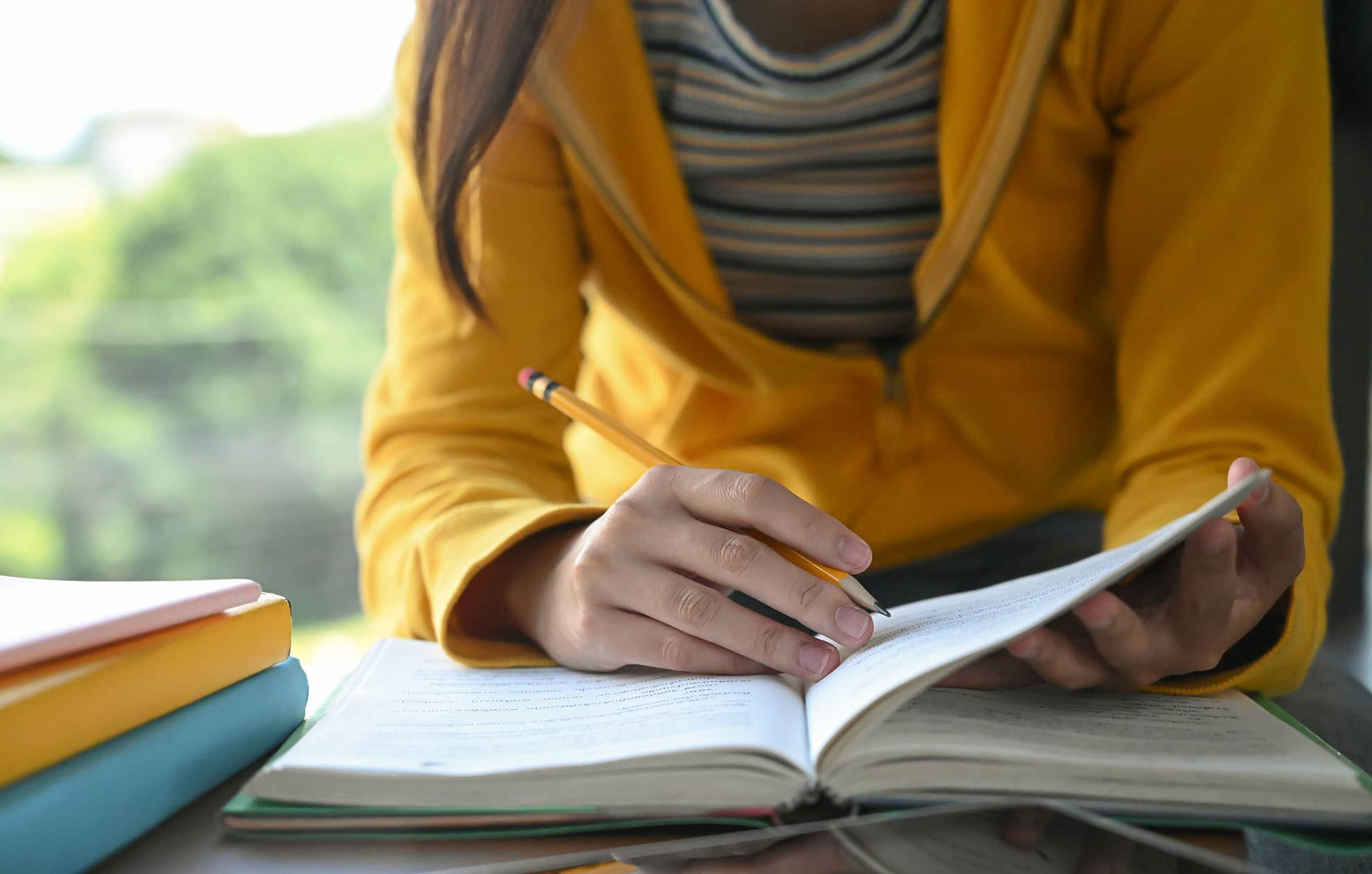students-are-reading-books-and-taking-notes-for-ex-S4URCA8-min