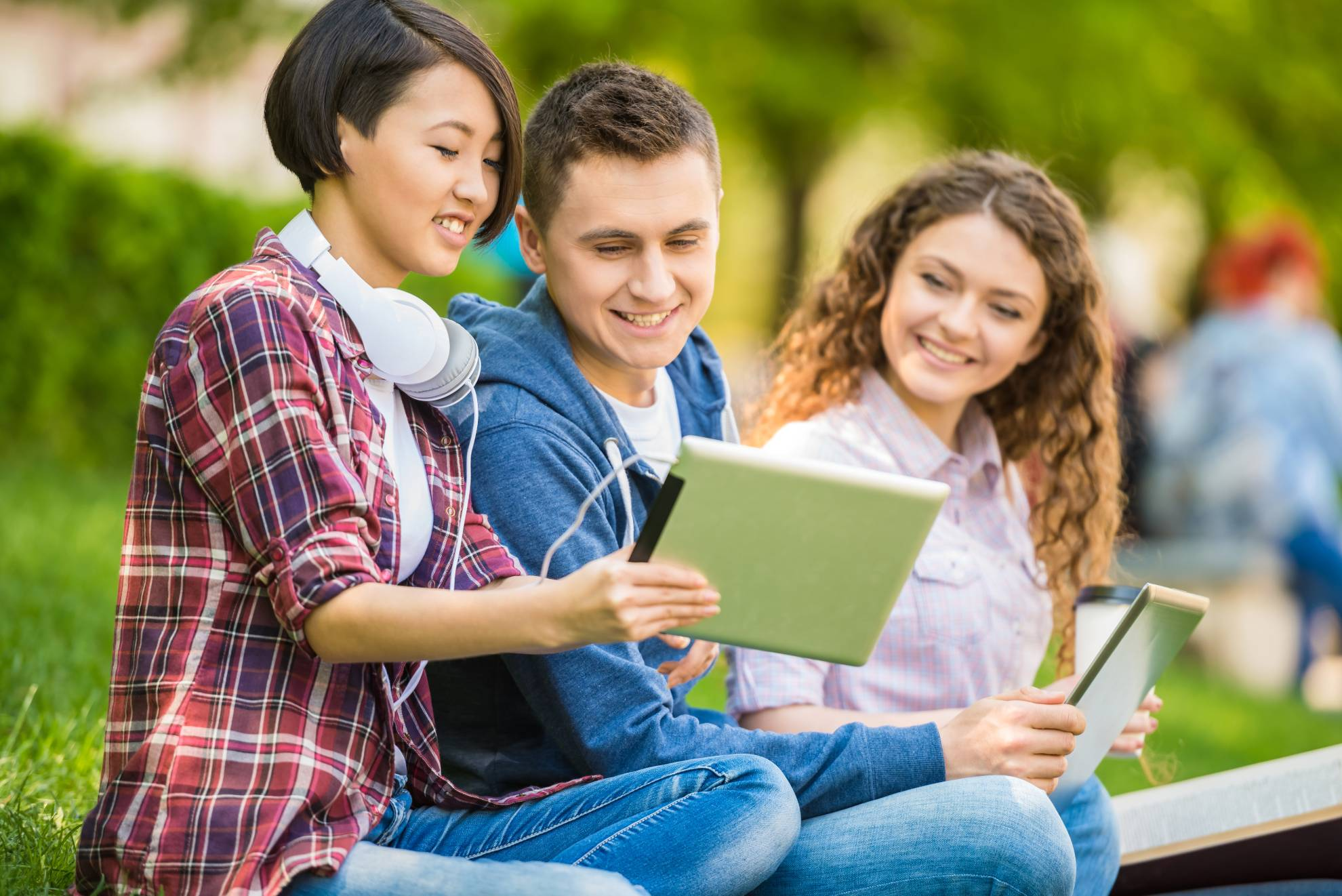 students-outdoors-C6H8C29 (1)