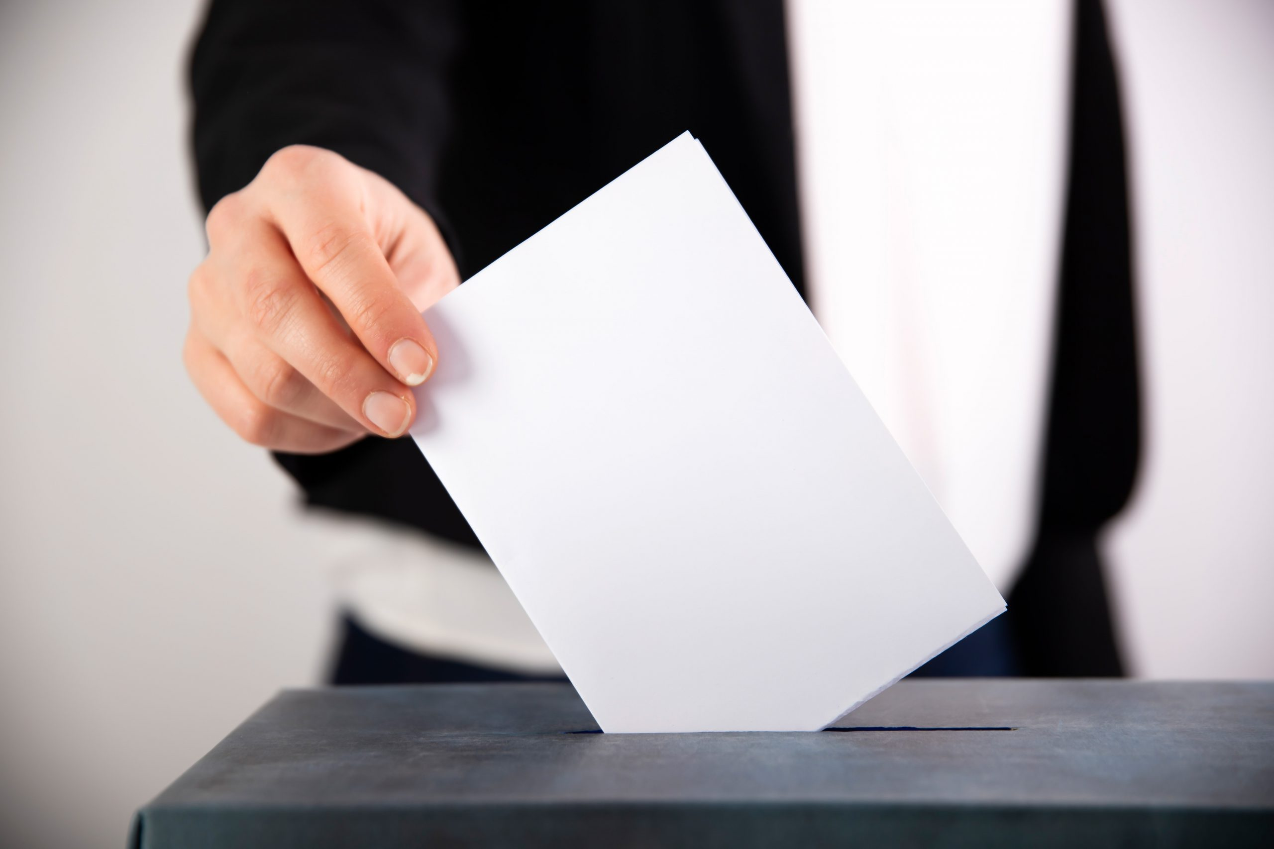 woman-votes-on-election-day-VGMZVT9-min