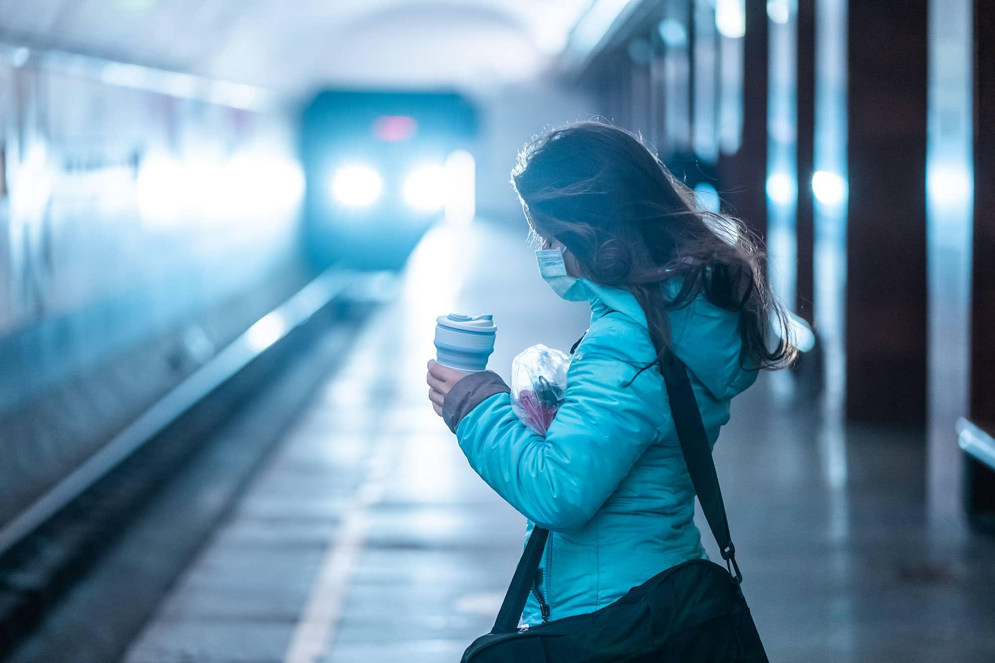 woman-wait-at-a-subway-station-in-kiev-S2TPUJP-min