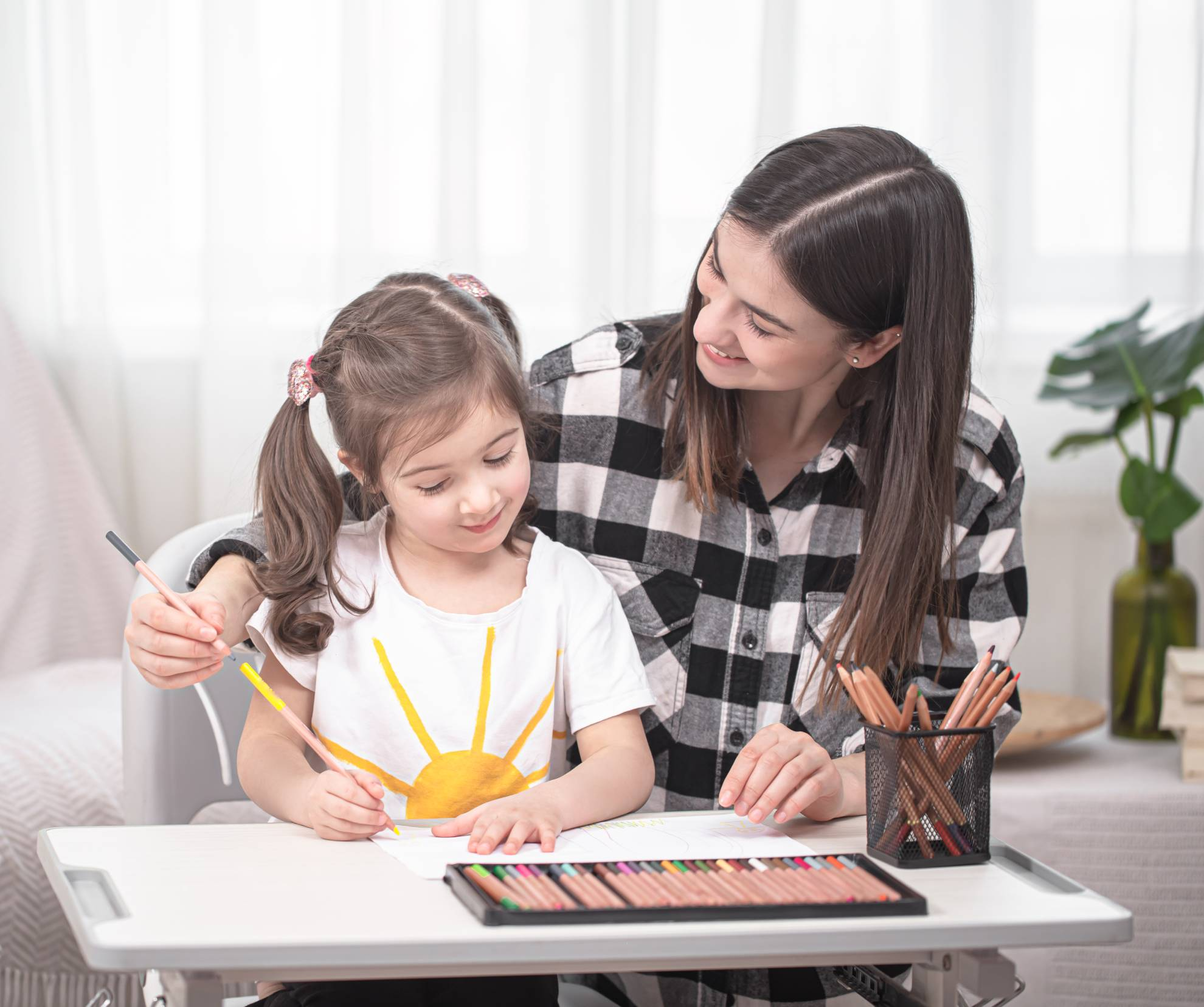 a-mother-with-a-child-sits-at-the-table-and-does-h-LNY3Z56 (1)
