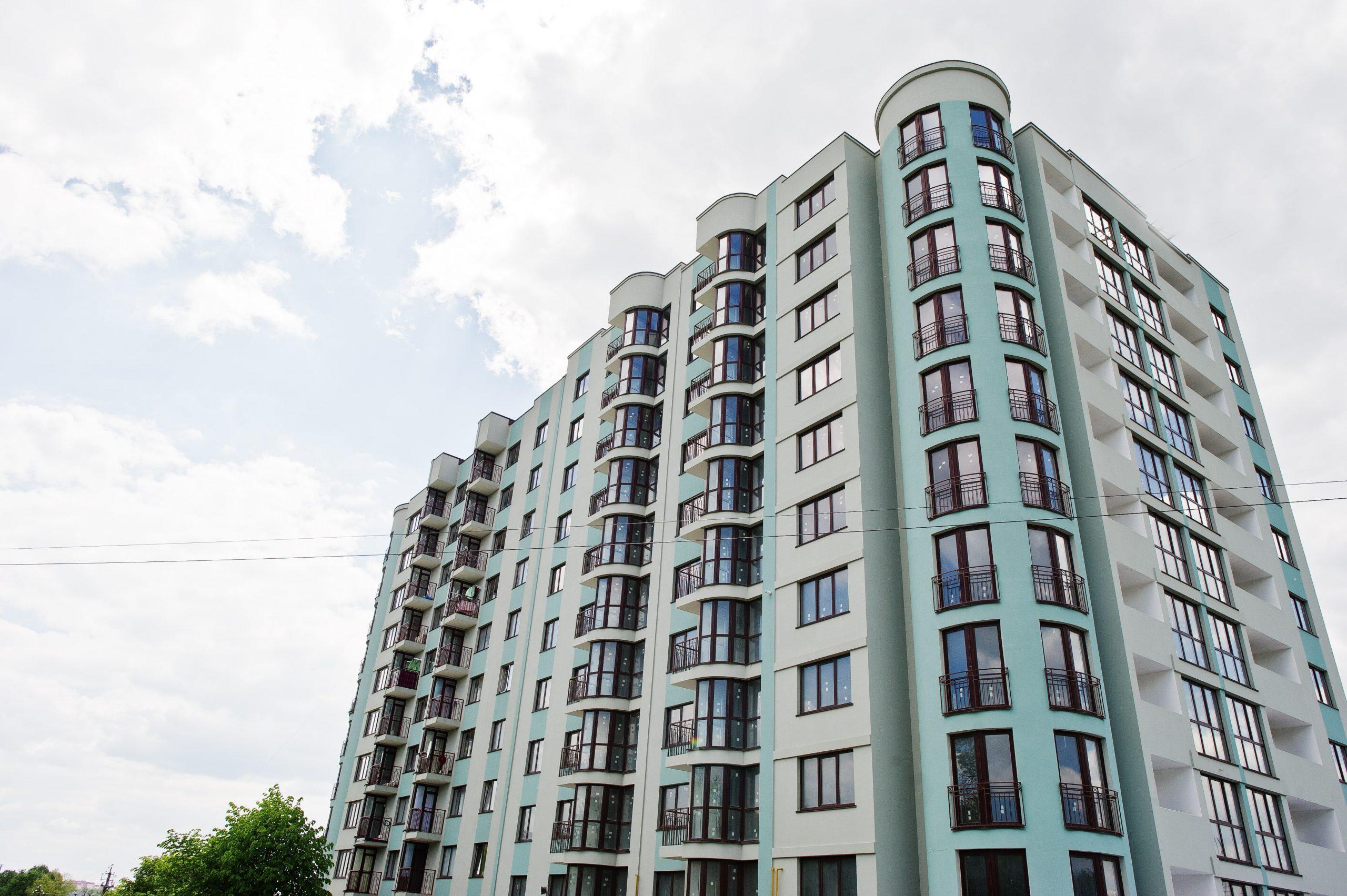 balcony-of-new-modern-turquoise-multi-storey-FQCG3W6