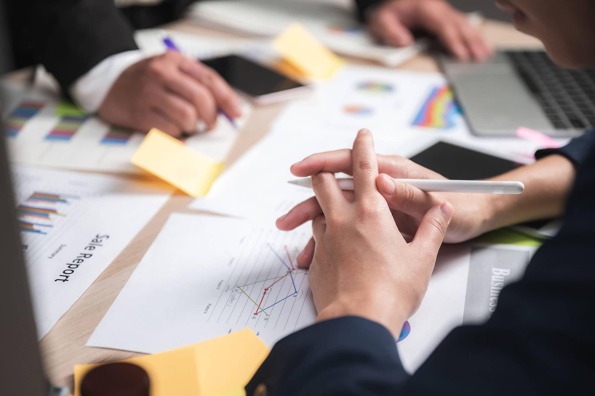 business-teamwork-concept-marketing-strategy-brain-8RRFGLR-min