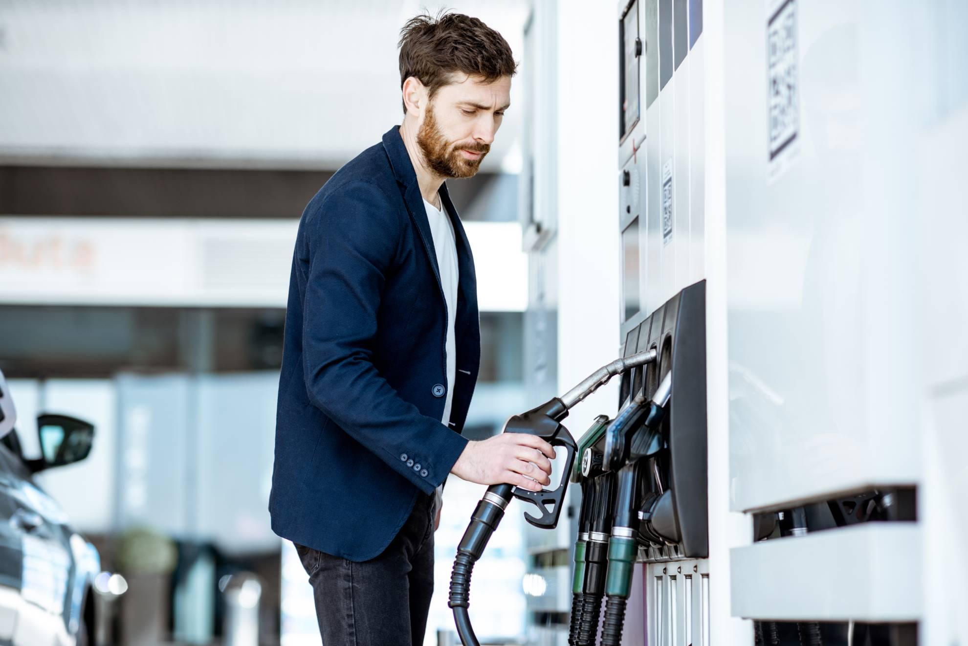 businessman-refueling-car-at-the-station-LTPNZ55 (1)-min