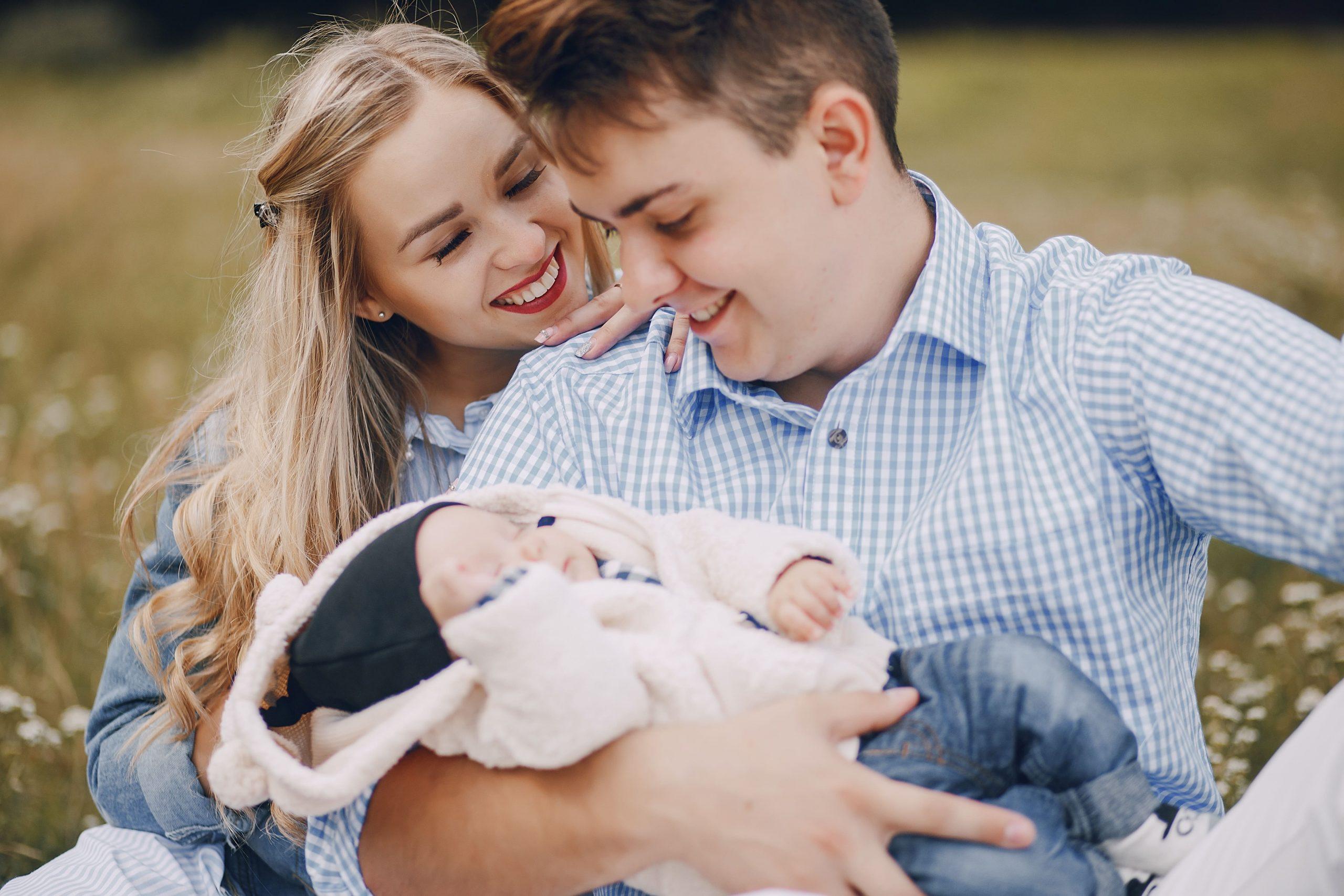 family-with-newborns-PL7X8HJ