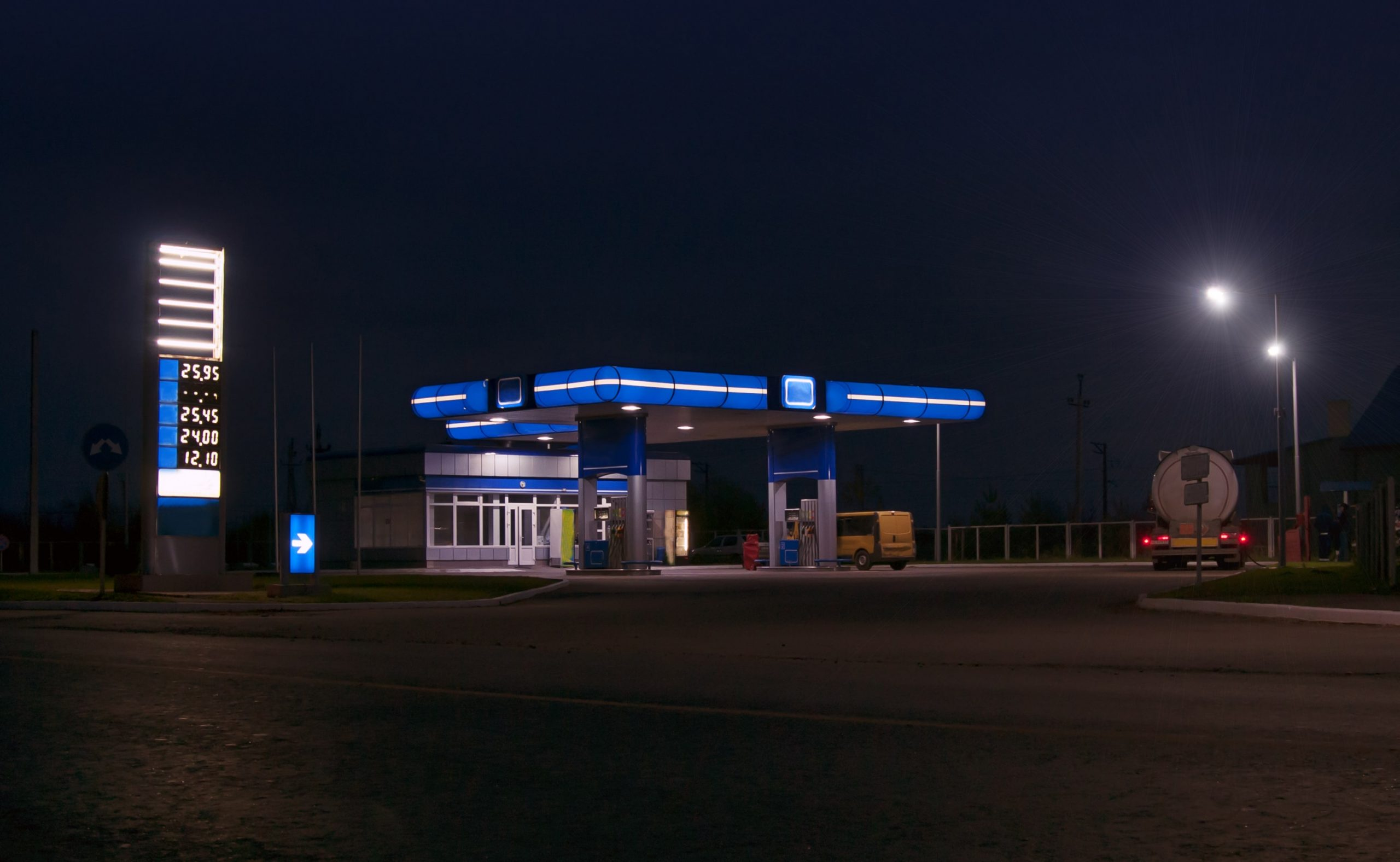 gas-station-and-convenience-PRWVE7Q-min