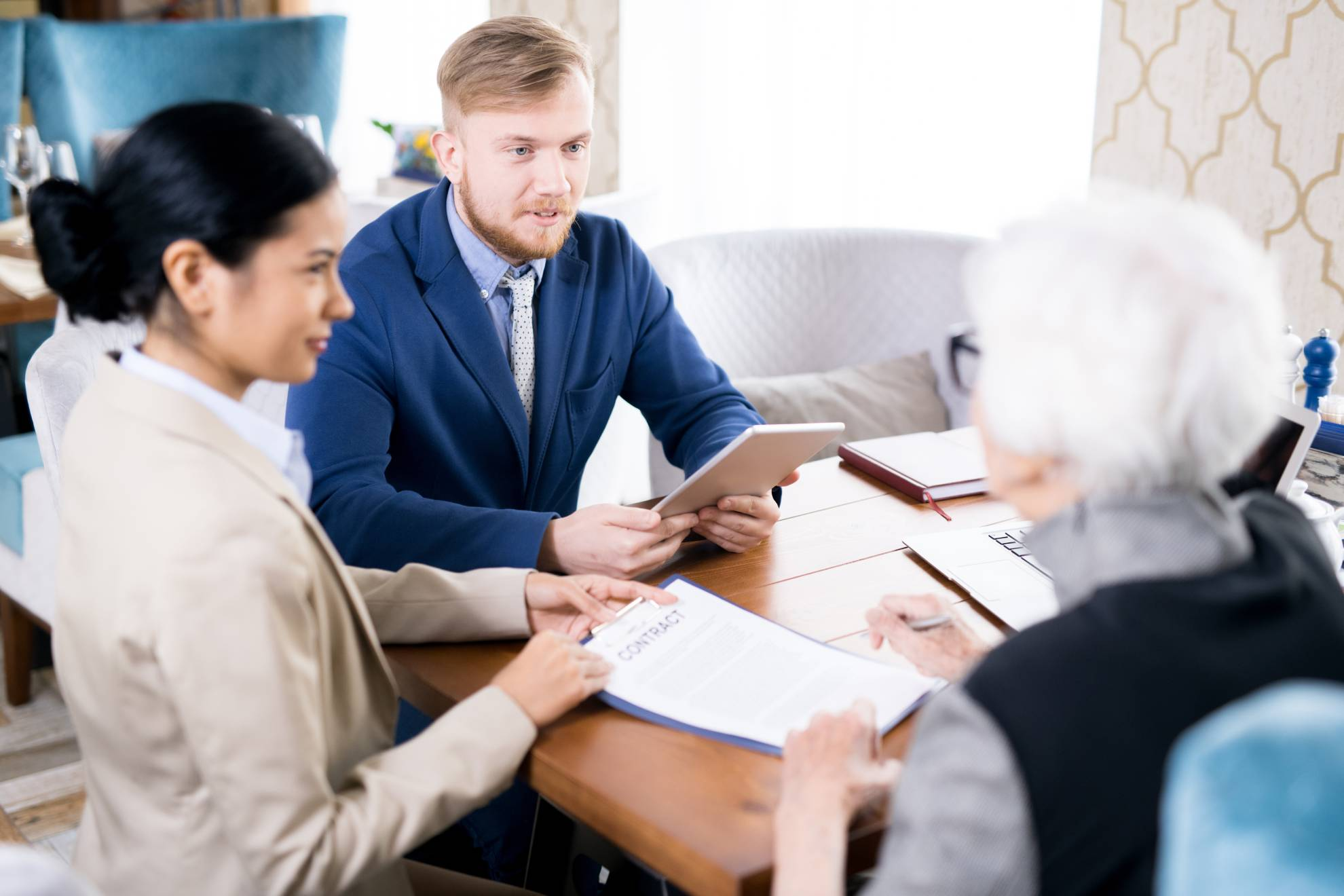 insurance-agents-with-senior-woman-EACZLJR (1)