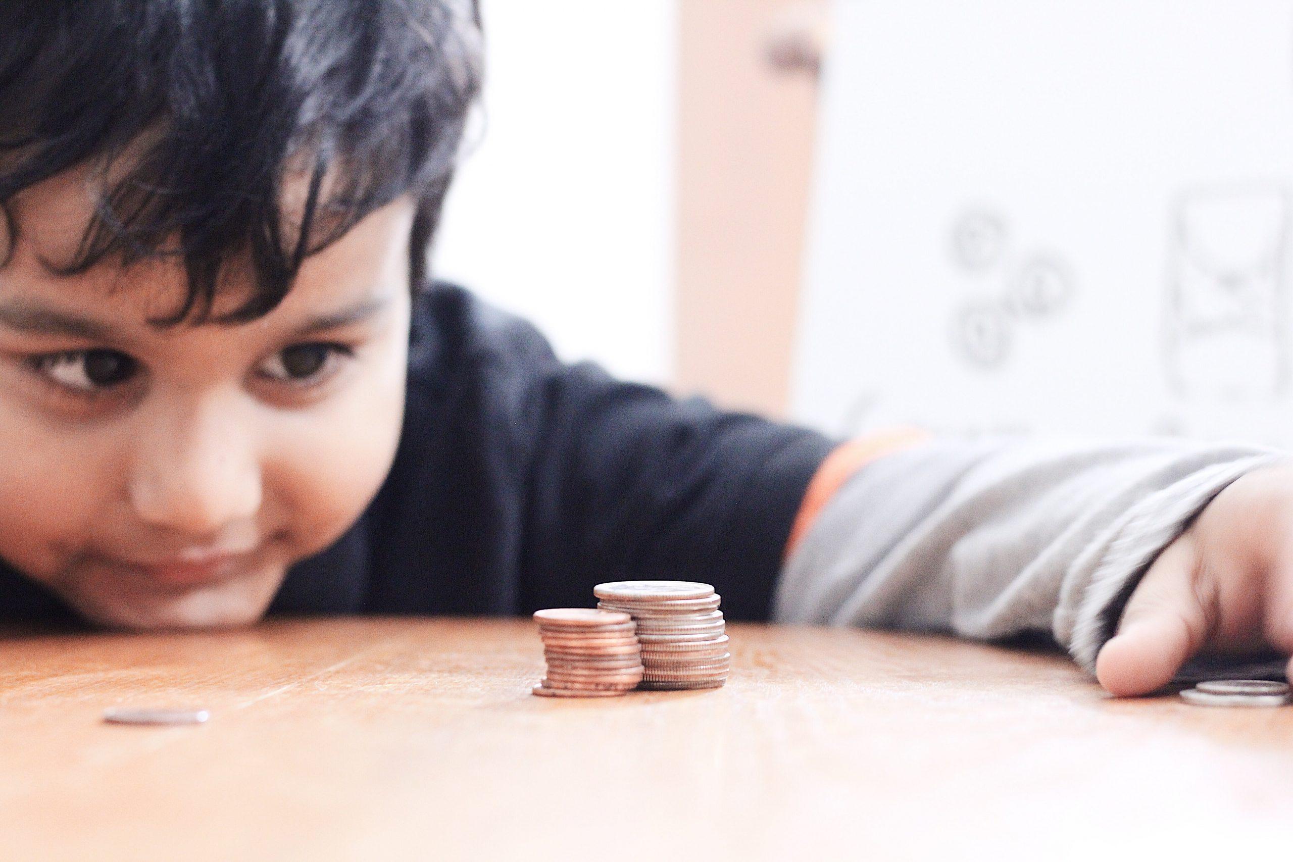 kid-understand-value-of-money-62WZM7J