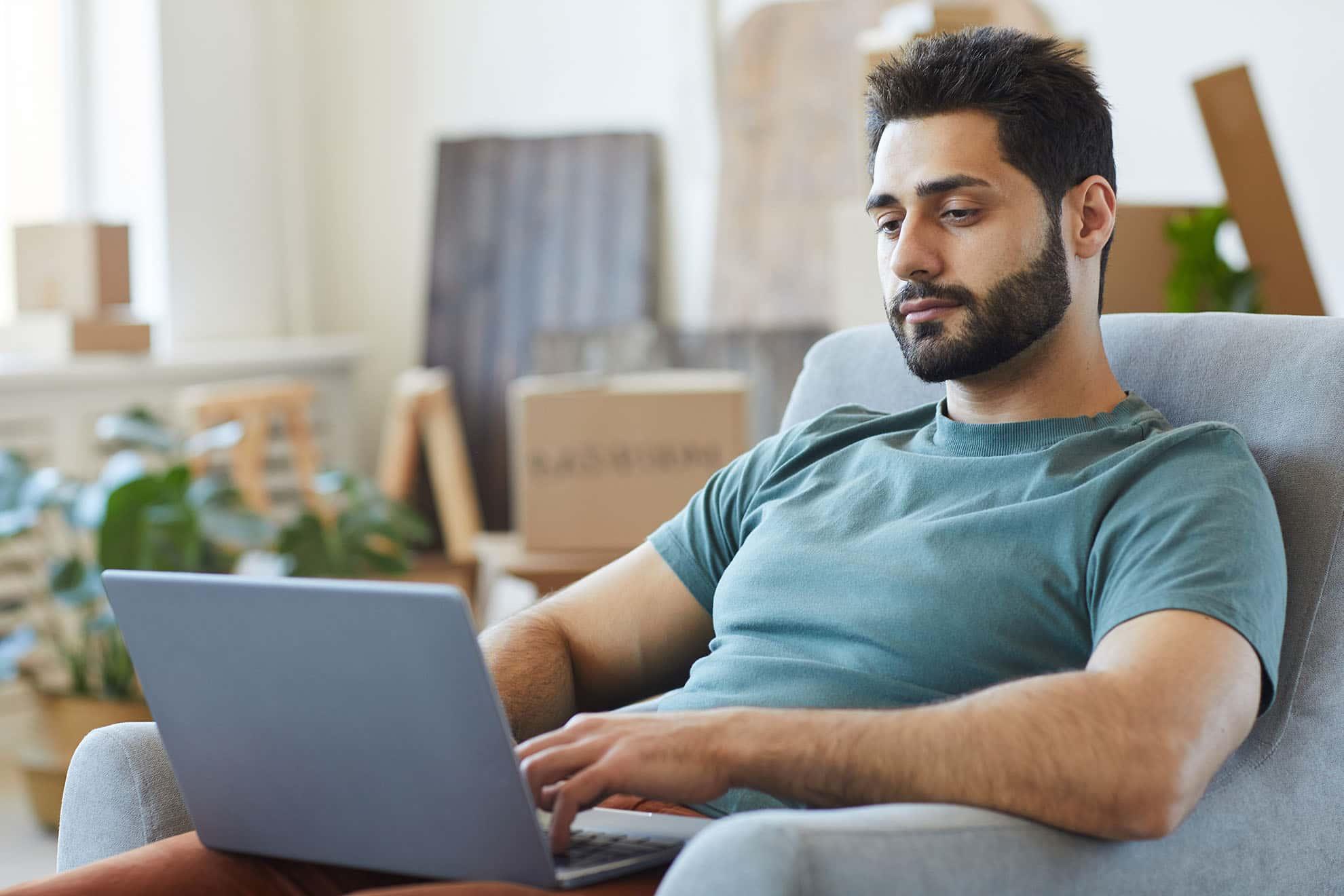 man-with-laptop-at-home-4XRXNPL-min