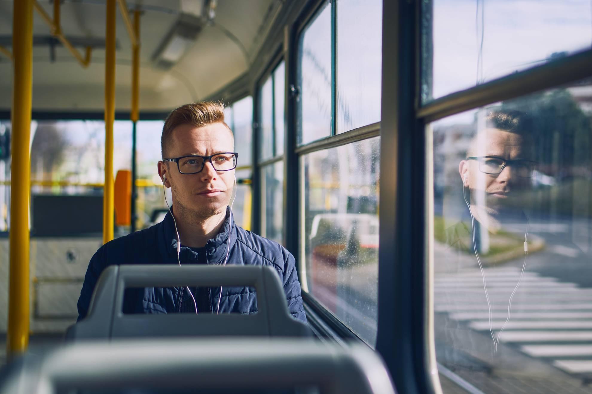 travel-by-public-transportation-5D4EZ7U (1)