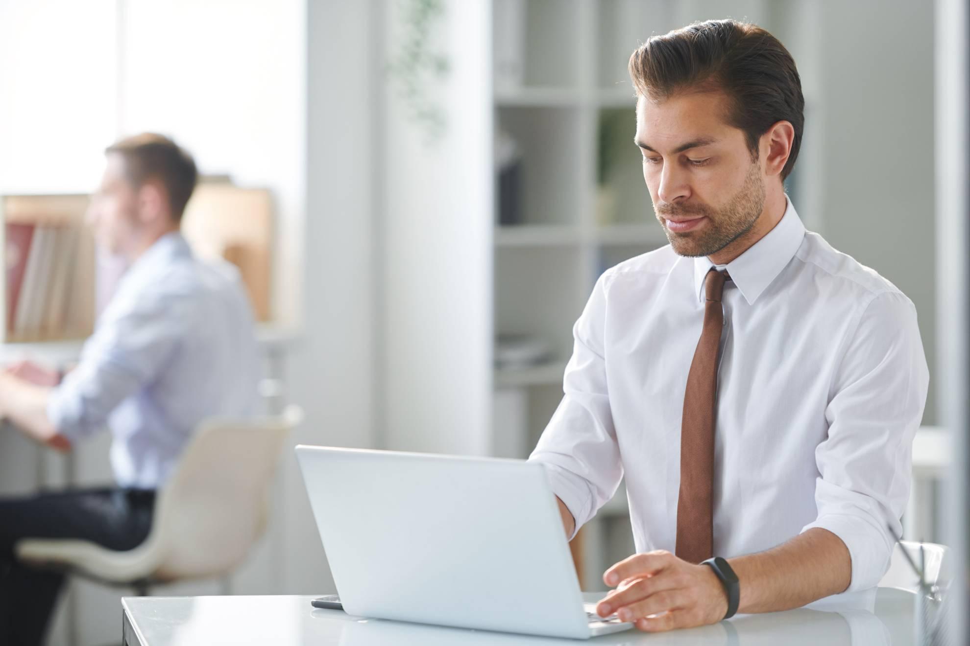 young-pensive-businessman-reading-online-informati-L2BW5KZ (1)