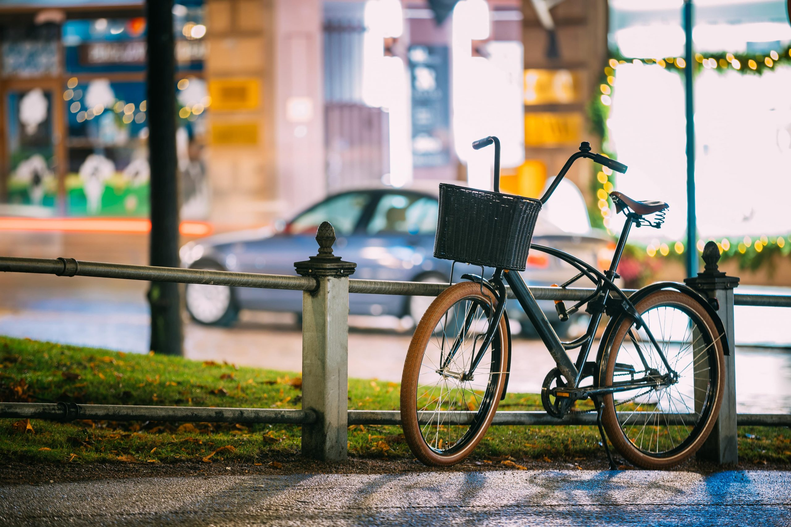 bicycle-equipped-basket-parked-in-european-city-st-PF3RLD3