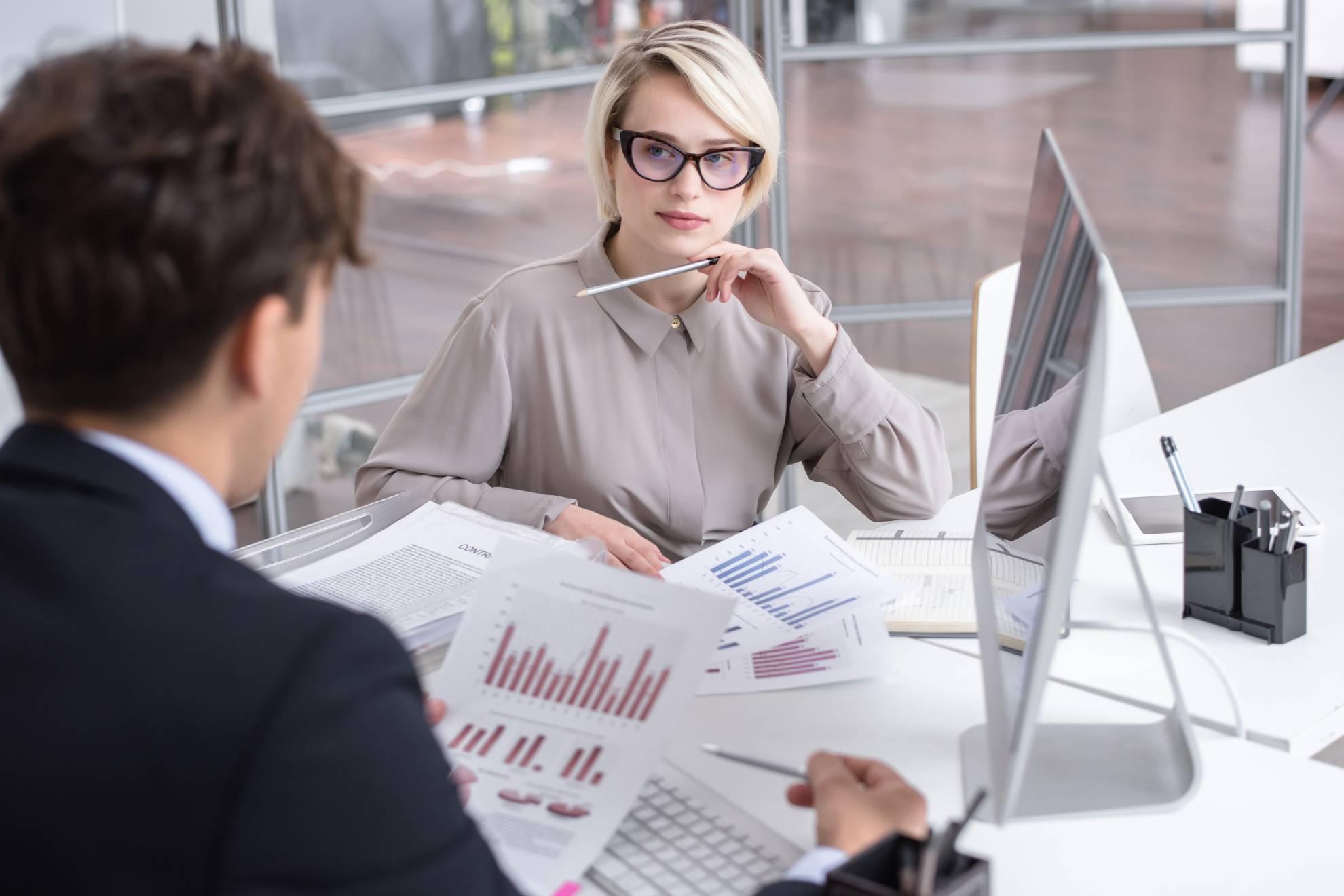marketing-analytics-meeting-in-office-4ZP98TC (1)